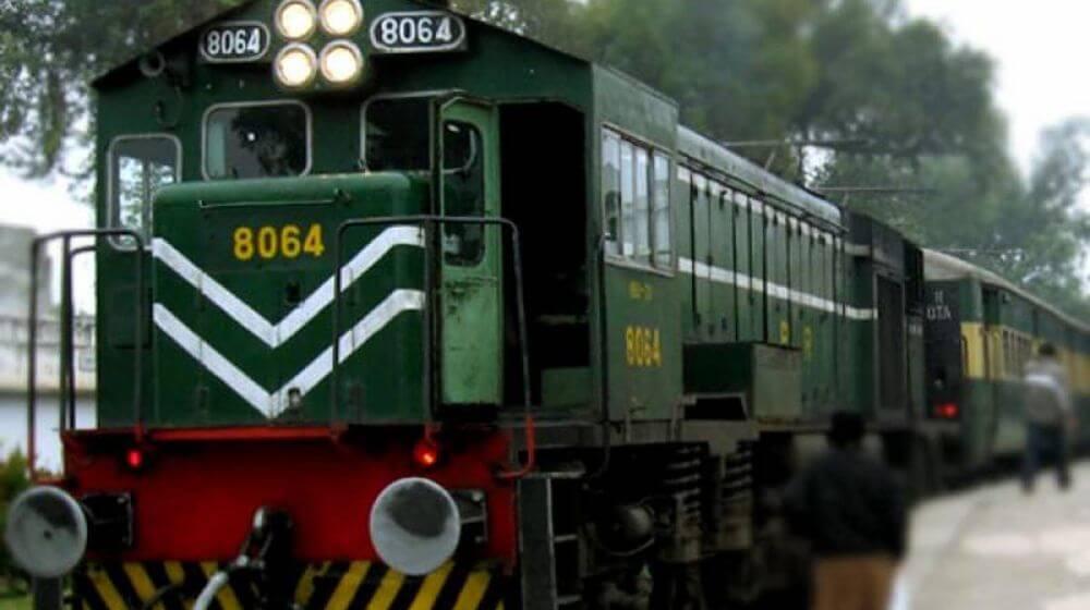 Developer used Pakistani train's photo in Indian Rail Police app.